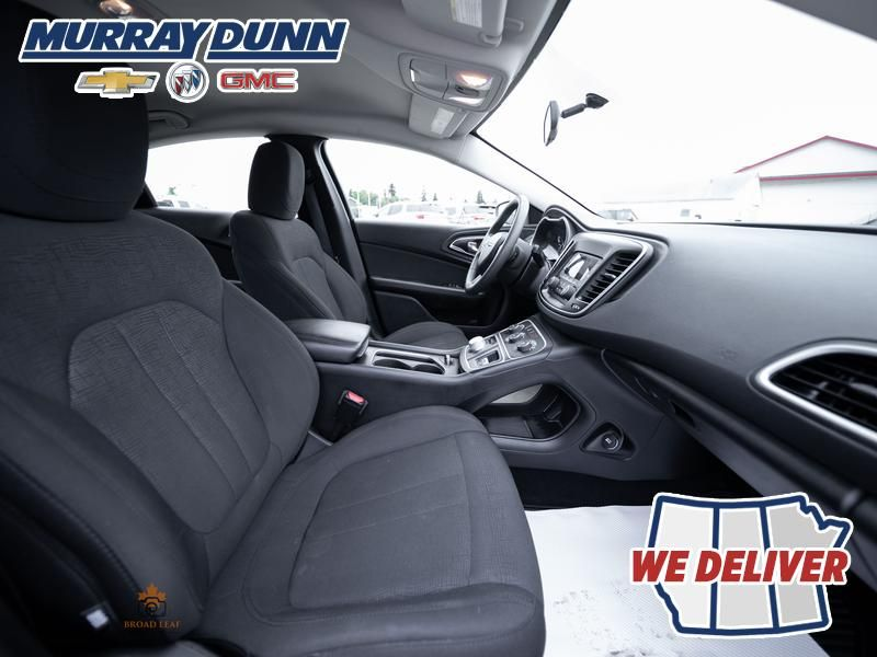 Black[Gloss Black] 2016 Chrysler 200 Front Right Interior Photo in Nipawin SK