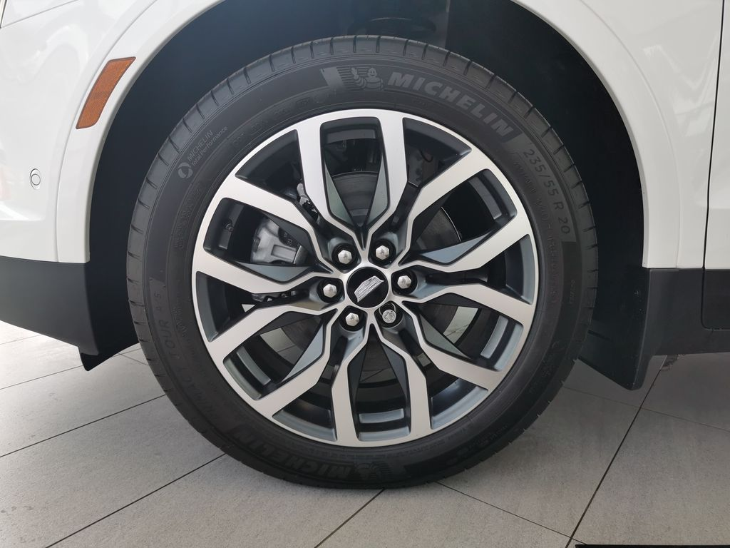 White[Crystal White Tricoat] 2021 Cadillac XT5 Left Front Rim and Tire Photo in Edmonton AB