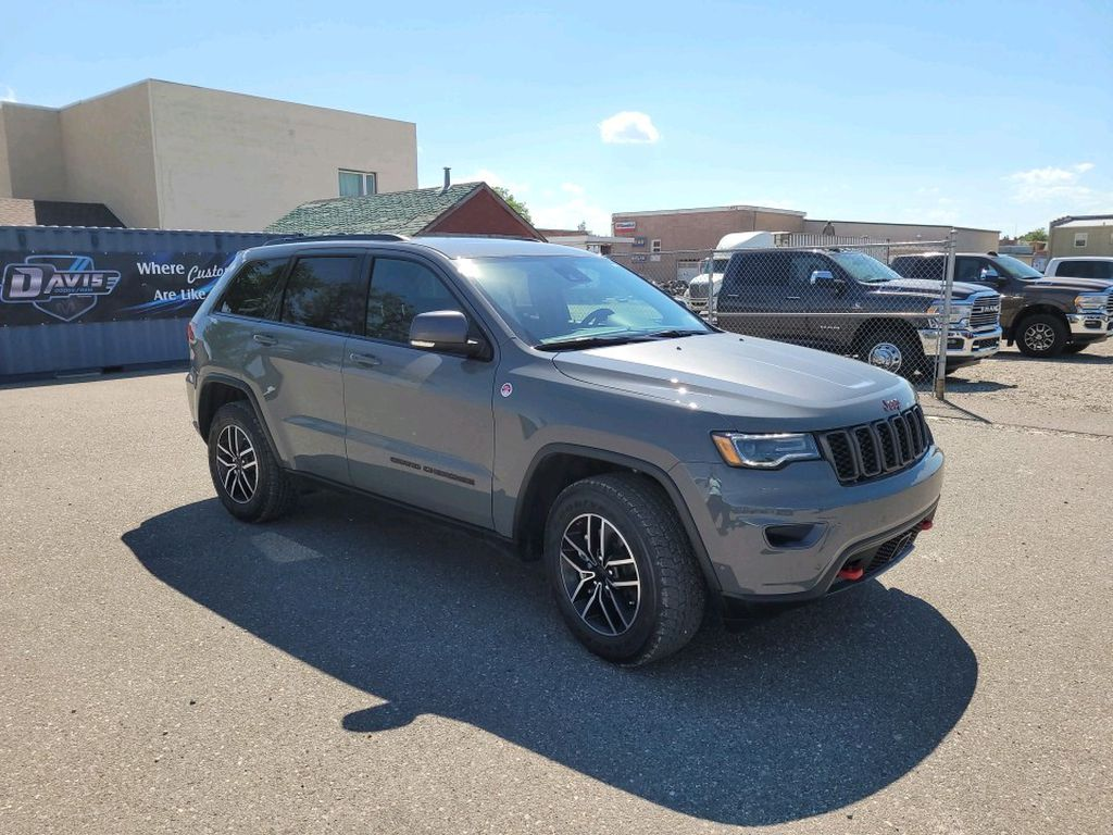 Grey 2021 Jeep Grand Cherokee Left Front Rim and Tire Photo in Fort Macleod AB