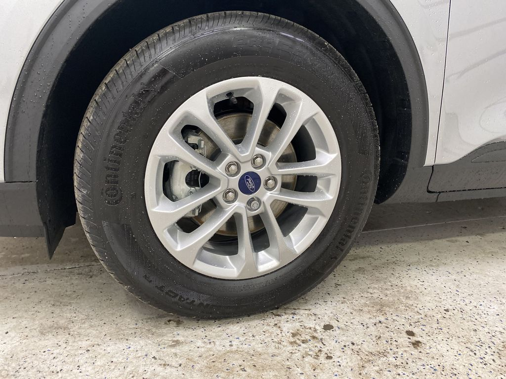 Silver[Iconic Silver Metallic] 2021 Ford Escape Left Front Rim and Tire Photo in Dartmouth NS