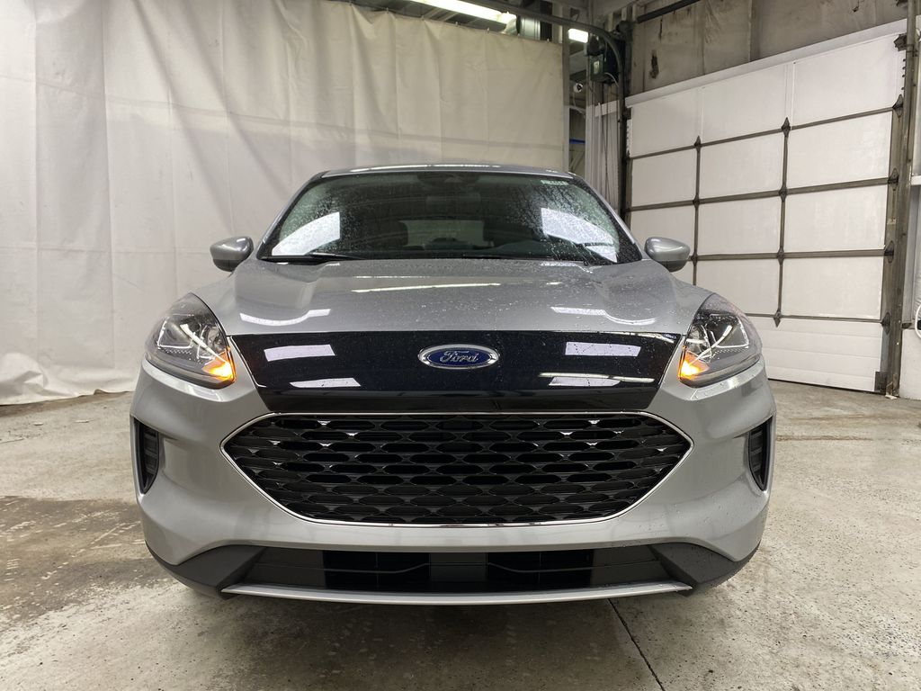 Silver[Iconic Silver Metallic] 2021 Ford Escape Front Vehicle Photo in Dartmouth NS