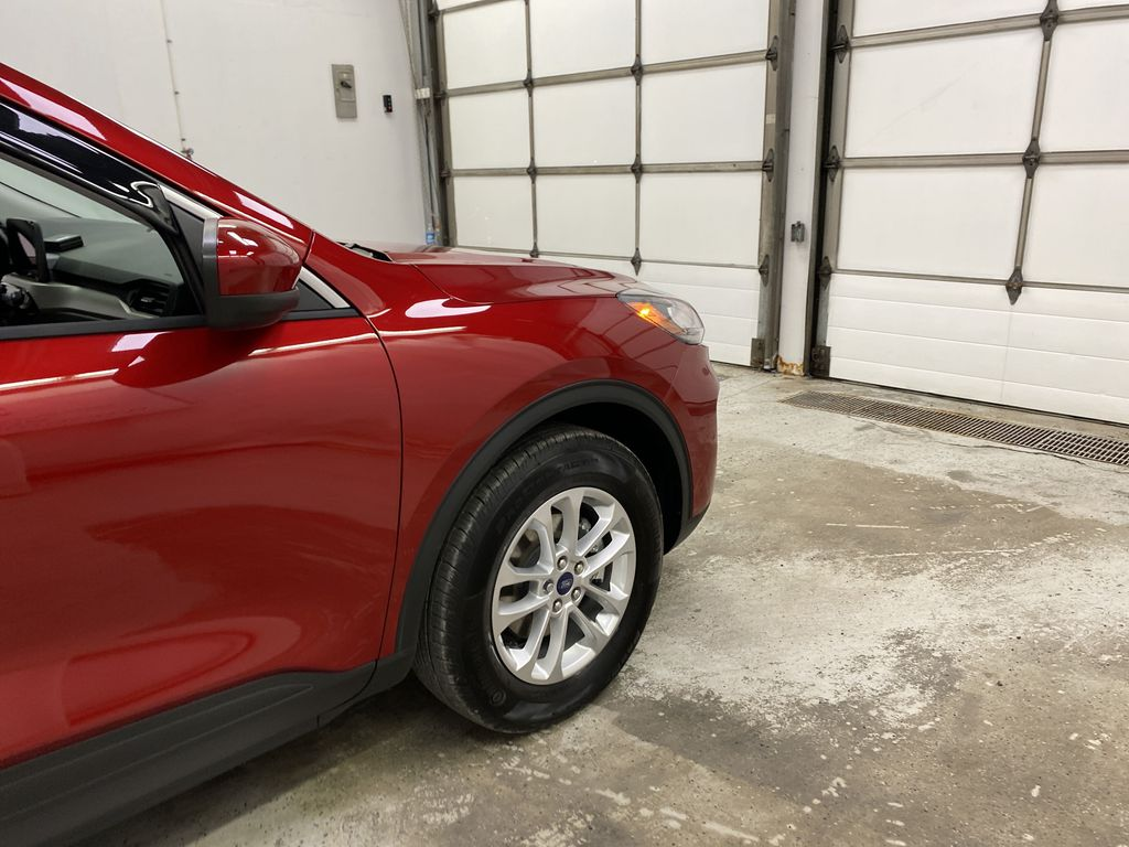 Red[Rapid Red Metallic Tinted Clearcoat] 2021 Ford Escape Right Front Corner Photo in Dartmouth NS