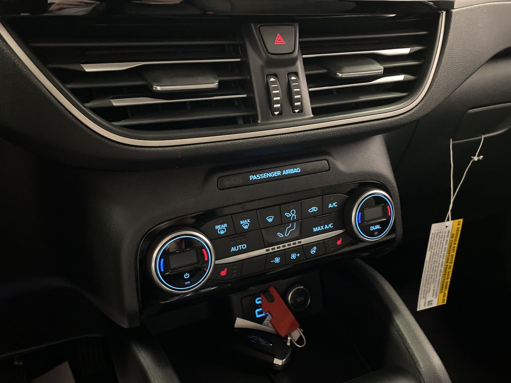 Red[Rapid Red Metallic Tinted Clearcoat] 2021 Ford Escape Central Dash Options Photo in Dartmouth NS