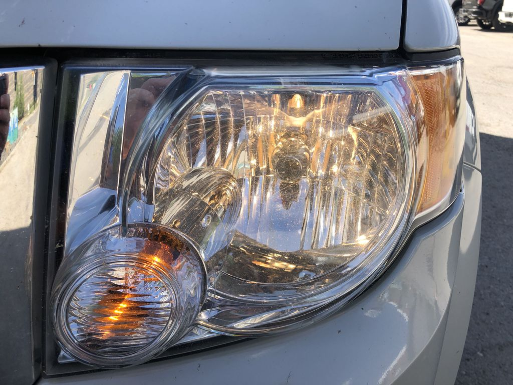 Silver[Silver Metallic] 2008 Ford Escape XLT Left Front Head Light / Bumper and Grill in Canmore AB