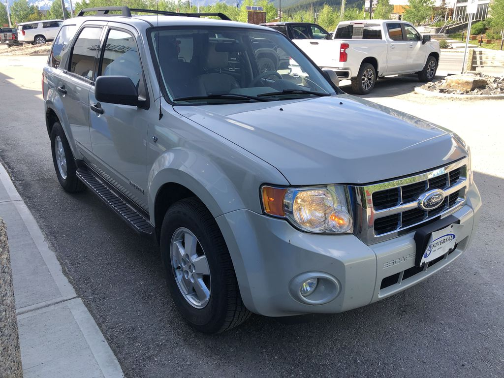 Silver[Silver Metallic] 2008 Ford Escape XLT Right Front Corner Photo in Canmore AB