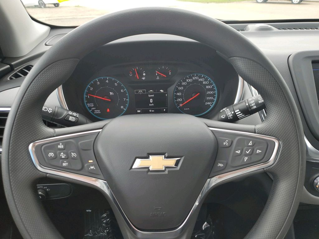 White 2021 Chevrolet Equinox Driver's Side Door Controls Photo in Barrhead AB