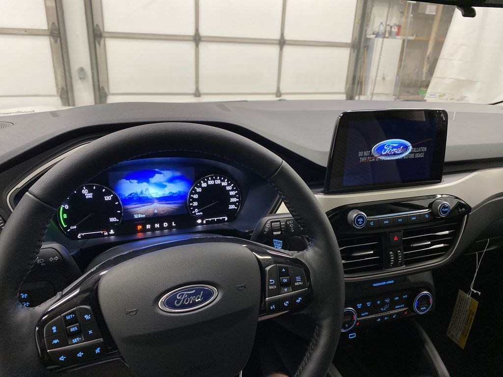 White[Oxford White] 2021 Ford Escape Steering Wheel and Dash Photo in Dartmouth NS