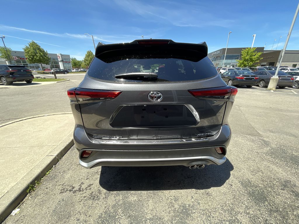 Gray[Magnetic Grey Metallic] 2021 Toyota Highlander AWD XSE Package LZRBHT AN Left Front Interior Photo in Brampton ON