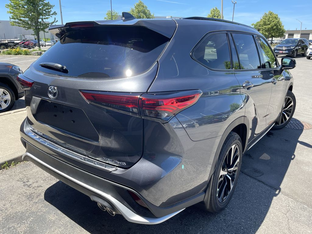 Gray[Magnetic Grey Metallic] 2021 Toyota Highlander AWD XSE Package LZRBHT AN Sunroof Photo in Brampton ON