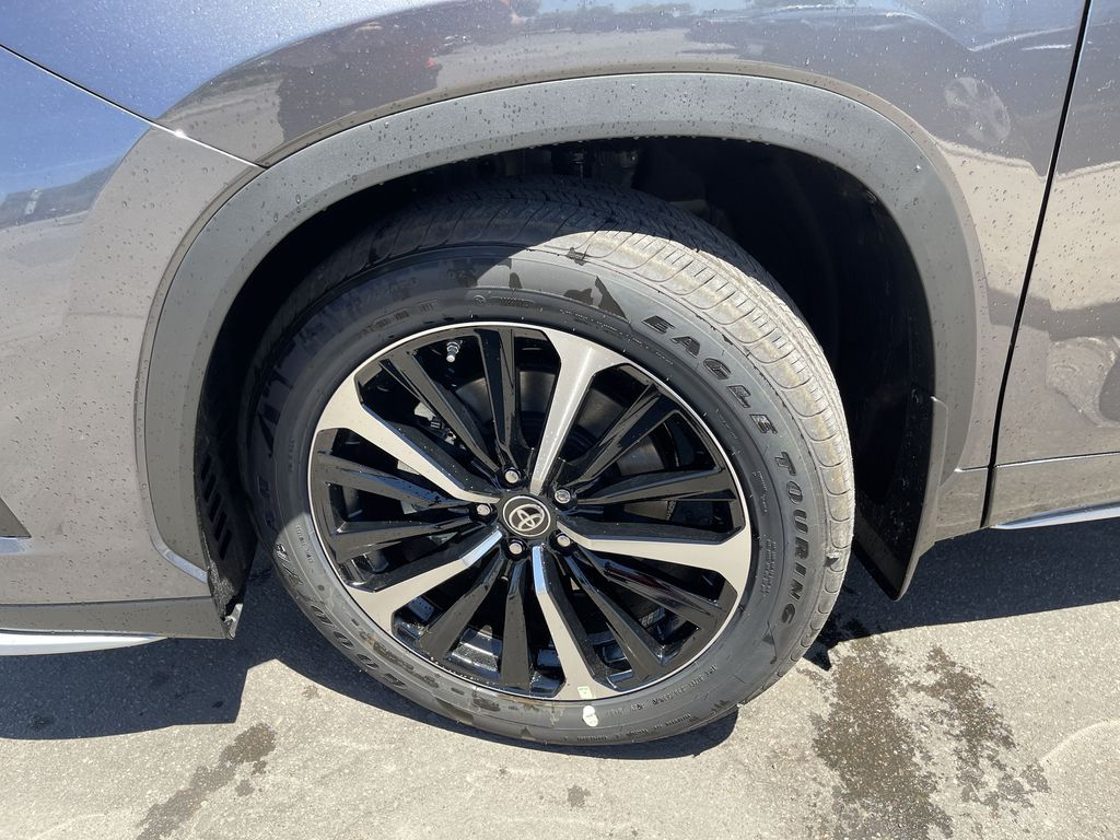 Gray[Magnetic Grey Metallic] 2021 Toyota Highlander AWD XSE Package LZRBHT AN Left Front Corner Photo in Brampton ON