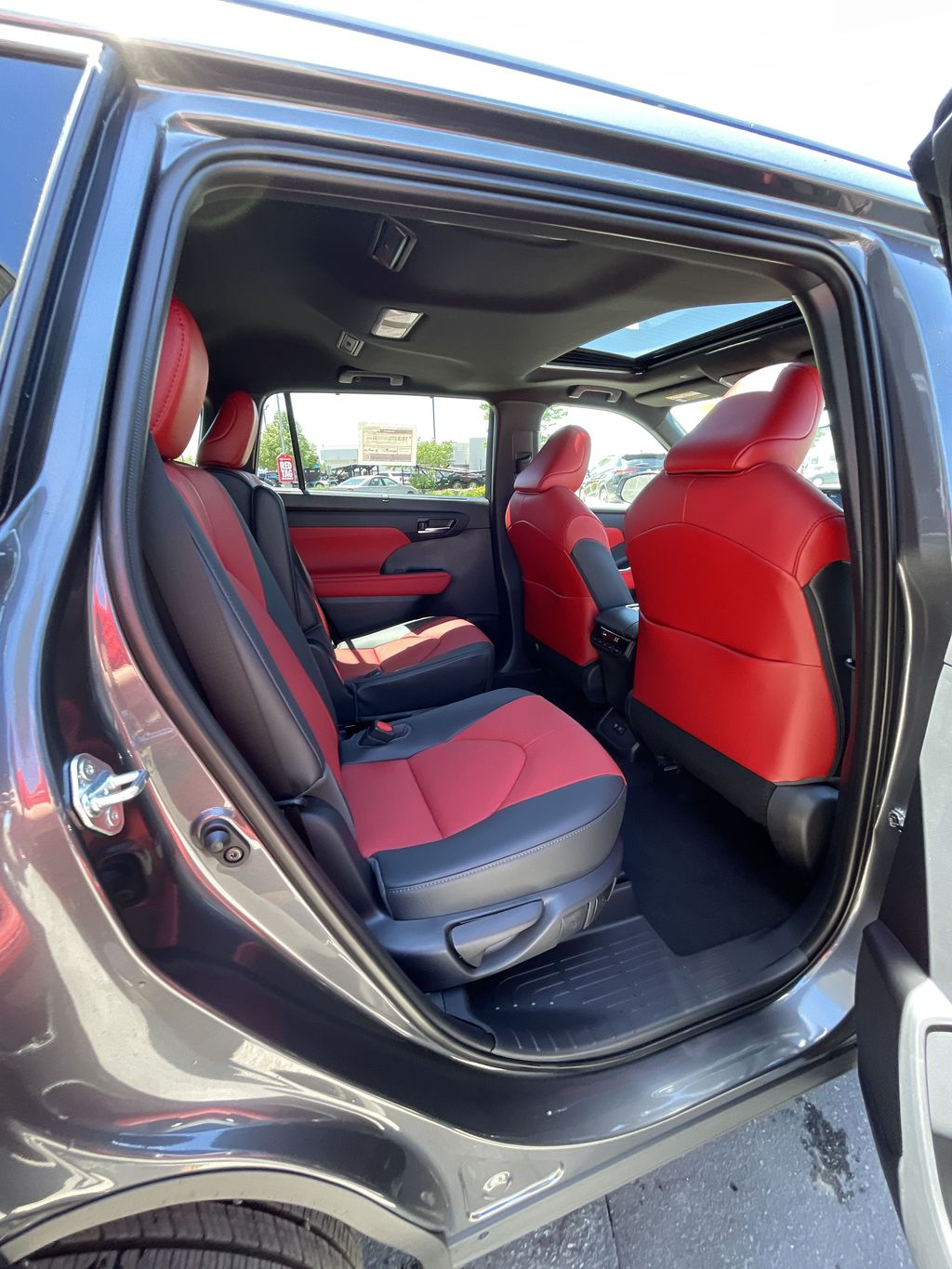Gray[Magnetic Grey Metallic] 2021 Toyota Highlander AWD XSE Package LZRBHT AN Right Side Photo in Brampton ON