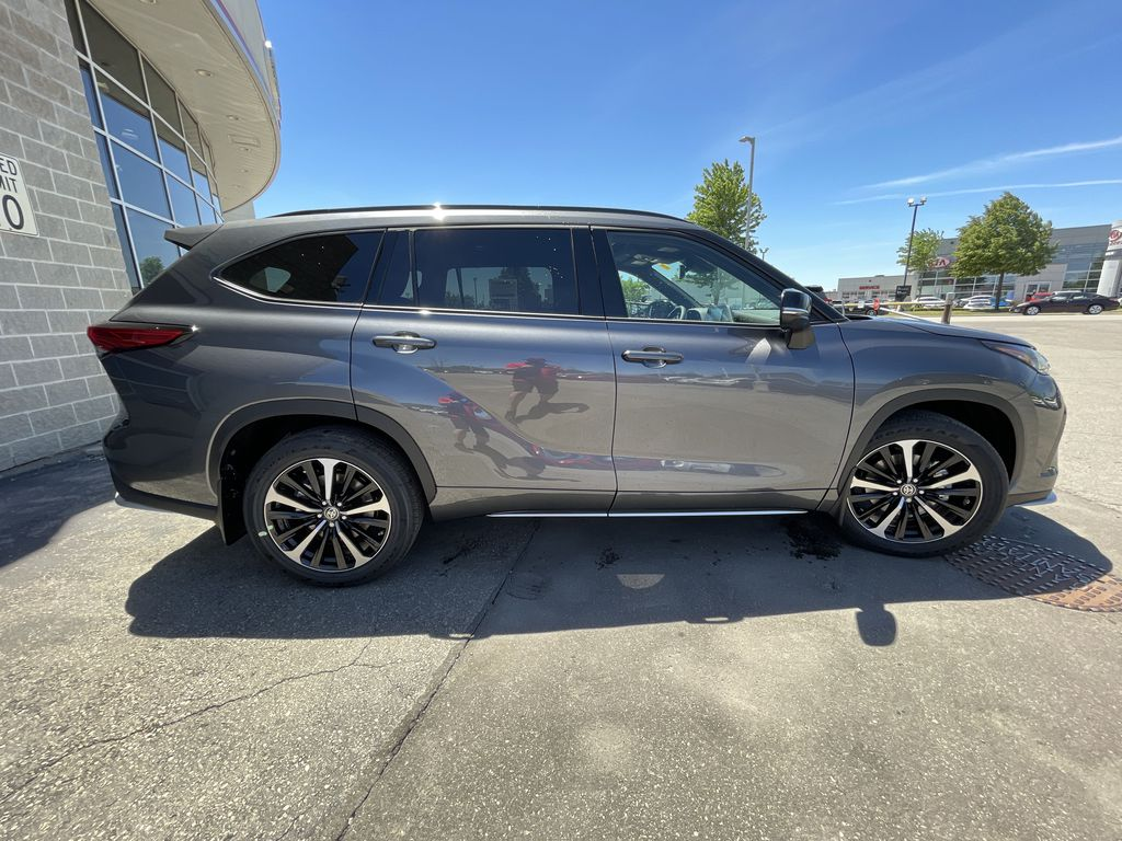 Gray[Magnetic Grey Metallic] 2021 Toyota Highlander AWD XSE Package LZRBHT AN Front Vehicle Photo in Brampton ON