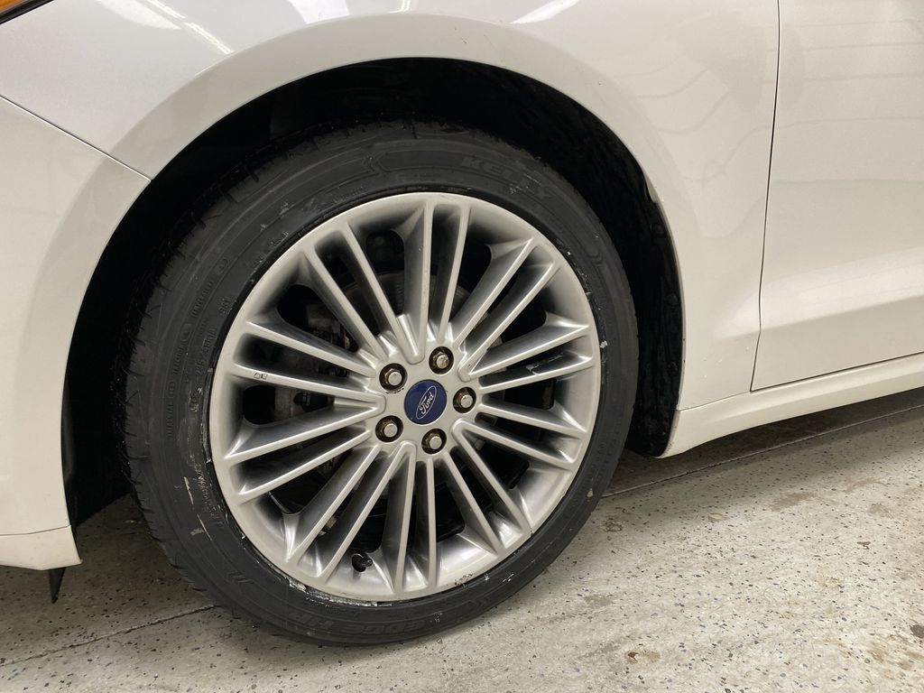 UNKNOWN 2016 Ford Fusion Left Front Rim and Tire Photo in Dartmouth NS
