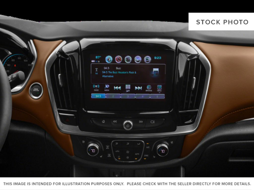 White[Iridescent Pearl Tricoat] 2019 Chevrolet Traverse Radio Controls Closeup Photo in Fort Macleod AB