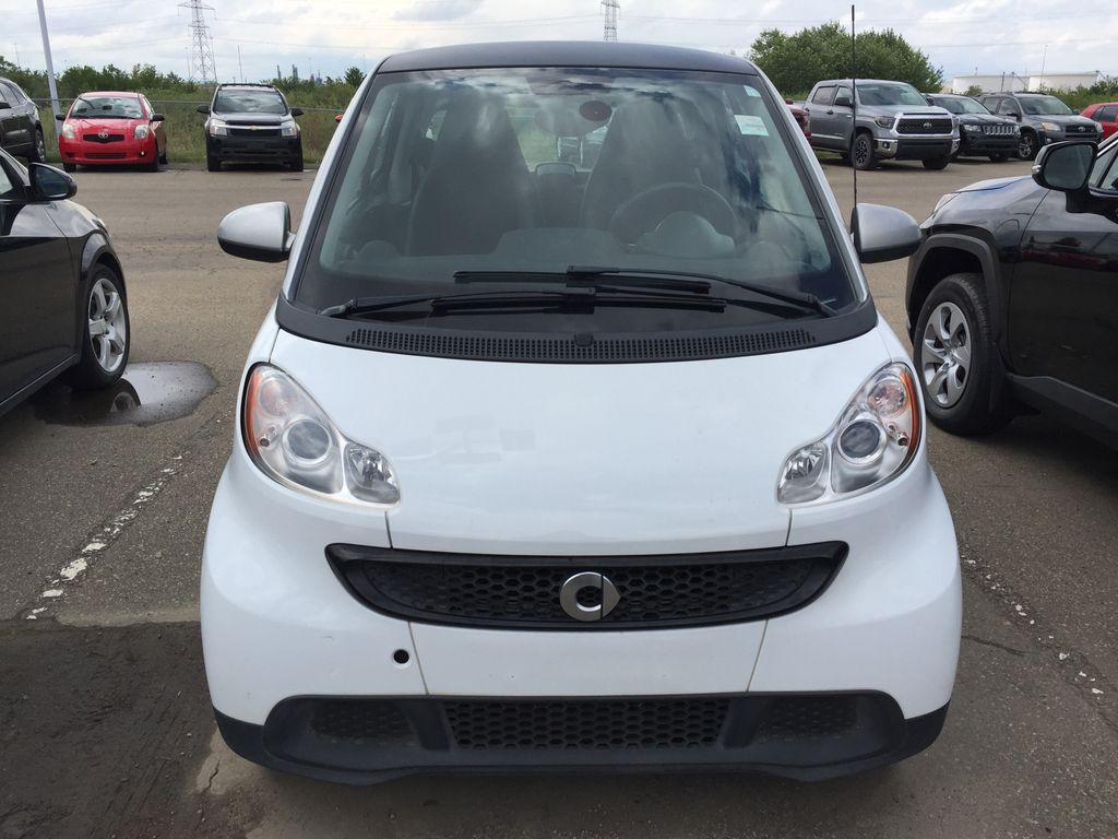 White[Crystal White Matte] 2014 smart fortwo Left Side Photo in Sherwood Park AB