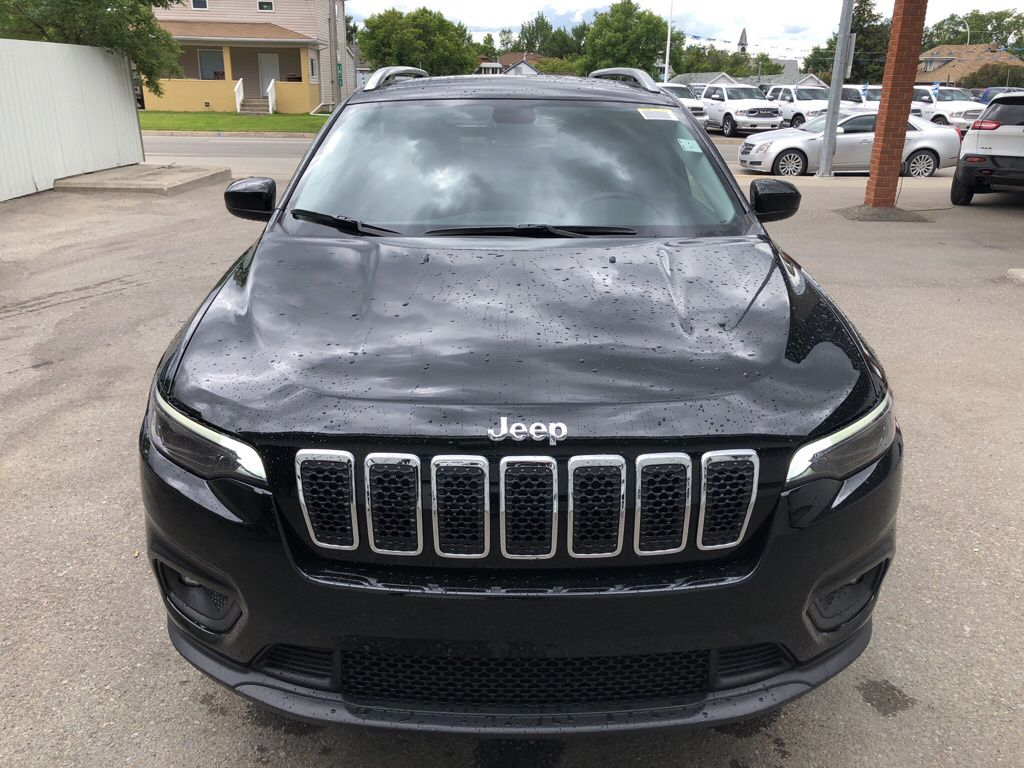 Black 2019 Jeep Cherokee Left Front Head Light / Bumper and Grill in Fort Macleod AB