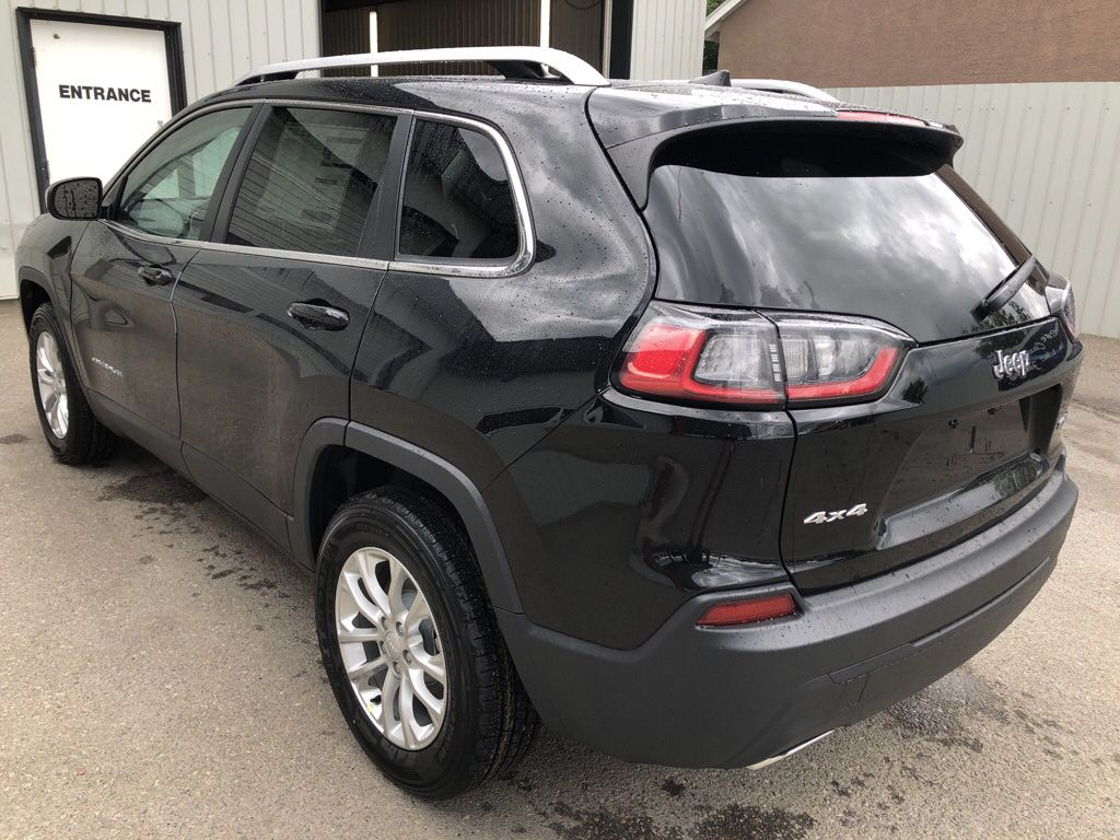 Black 2019 Jeep Cherokee Left Front Rim and Tire Photo in Fort Macleod AB
