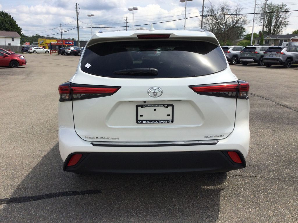 White[Blizzard Pearl] 2021 Toyota Highlander Rear of Vehicle Photo in Brockville ON