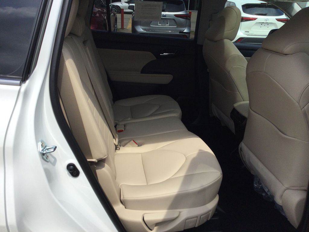 White[Blizzard Pearl] 2021 Toyota Highlander Right Side Rear Seat  Photo in Brockville ON