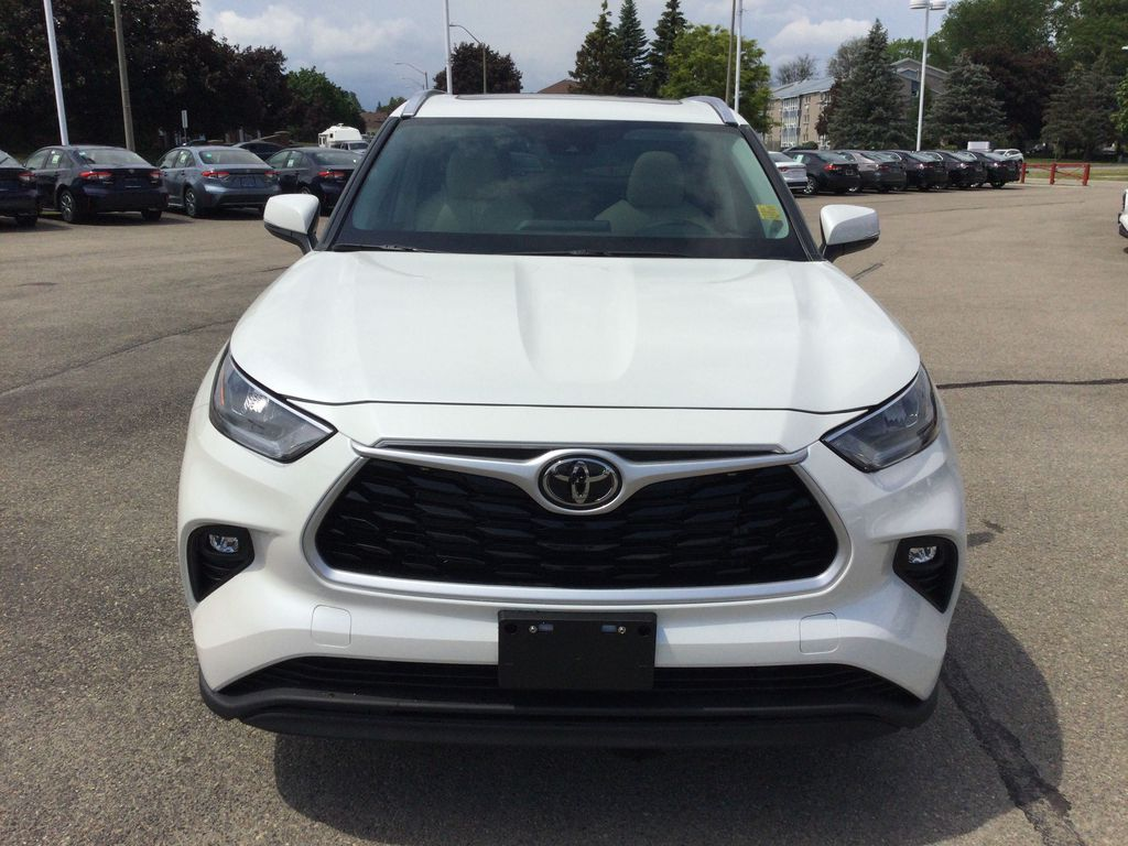 White[Blizzard Pearl] 2021 Toyota Highlander Front Vehicle Photo in Brockville ON