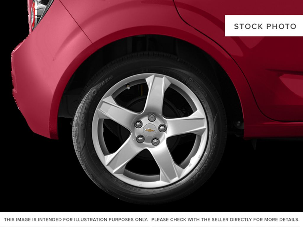 White[Summit White] 2015 Chevrolet Sonic Left Front Rim and Tire Photo in Kelowna BC