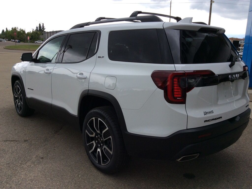 White 2021 GMC Acadia Left Front Rim and Tire Photo in Westlock AB