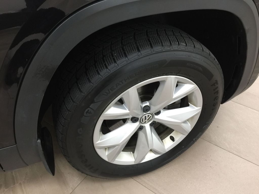 Black[Deep Black Pearl] 2018 Volkswagen Atlas Comfortline AWD Right Front Rim and Tire Photo in Sherwood Park AB