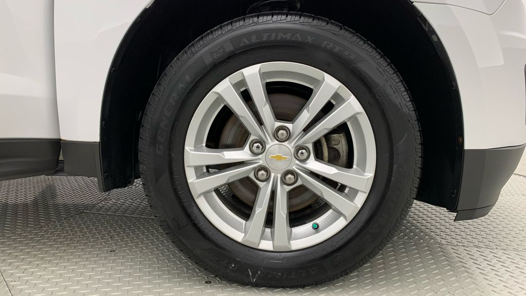 White[Summit White] 2015 Chevrolet Equinox LS - ONE OWNER, SiriusXM, Alloy Wheels Right Front Rim and Tire Photo in Winnipeg MB