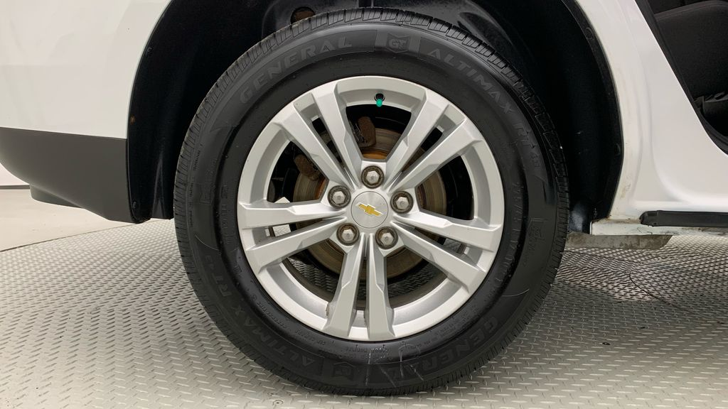 White[Summit White] 2015 Chevrolet Equinox LS - ONE OWNER, SiriusXM, Alloy Wheels Right Rear Rim and Tire Photo in Winnipeg MB