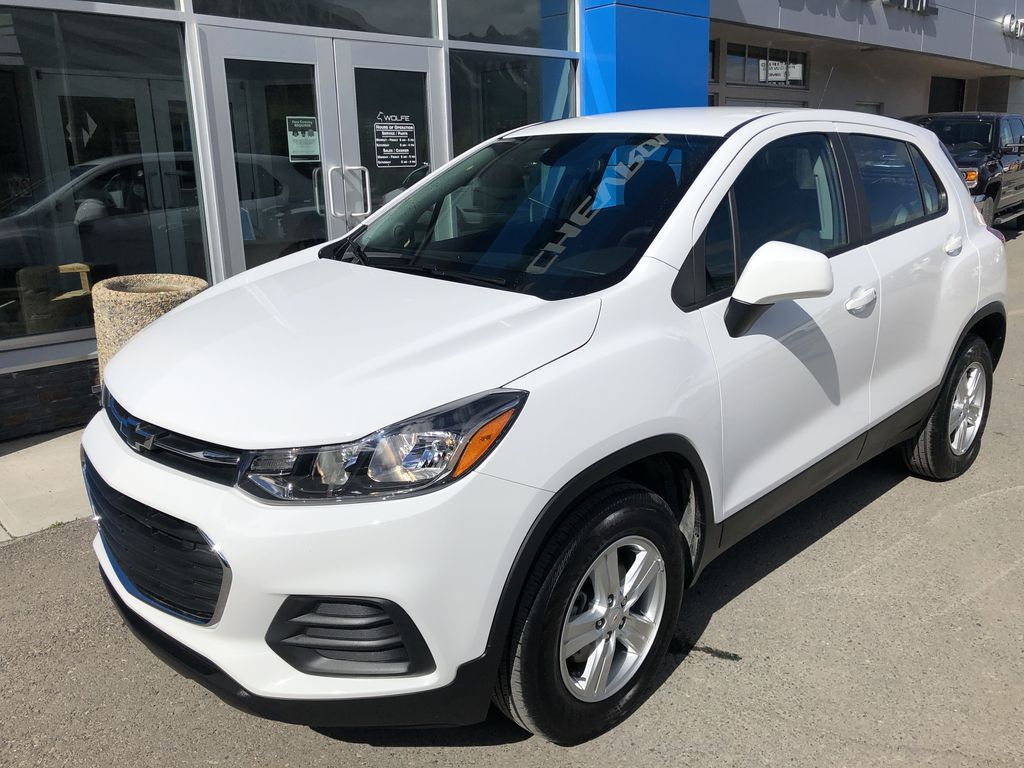 White[Summit White] 2020 Chevrolet Trax Left Front Corner Photo in Canmore AB