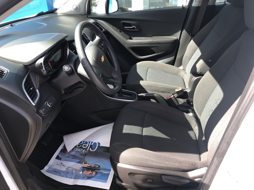 White[Summit White] 2020 Chevrolet Trax Left Front Interior Photo in Canmore AB