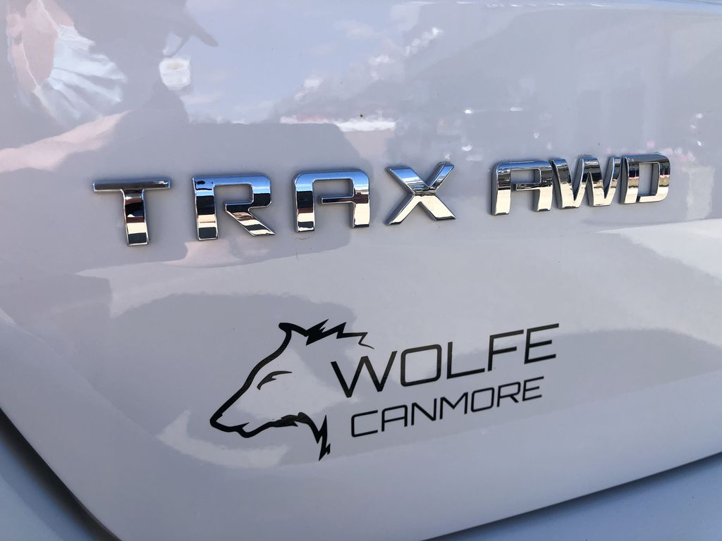 White[Summit White] 2020 Chevrolet Trax Trim Specific Photo in Canmore AB