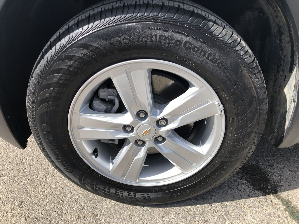 White[Summit White] 2020 Chevrolet Trax Left Front Rim and Tire Photo in Canmore AB