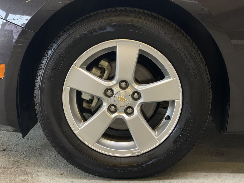 GREY 2016 Chevrolet Cruze Limited 2LT - Remote Start, Backup Camera, Heated Seats Left Front Rim and Tire Photo in Edmonton AB
