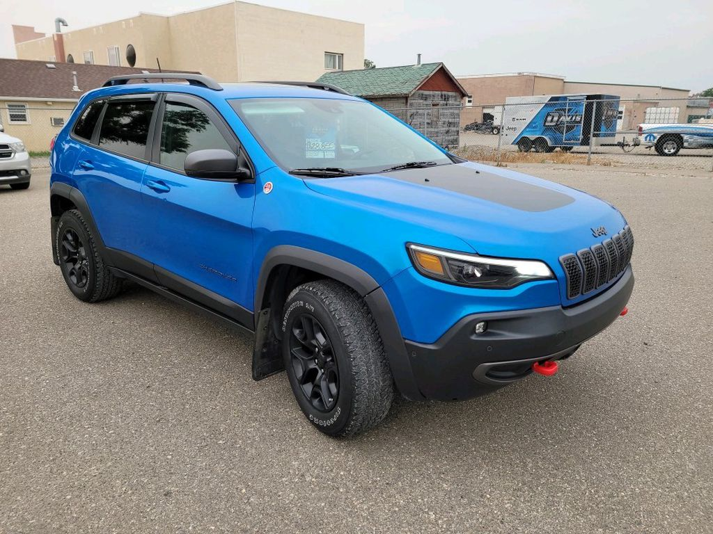 Blue 2019 Jeep Cherokee Left Front Rim and Tire Photo in Fort Macleod AB