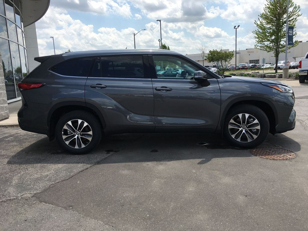 Gray[Magnetic Grey Metallic] 2021 Toyota Highlander AWD XLE Package GZRBHT AM Front Vehicle Photo in Brampton ON