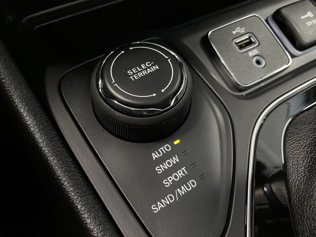 Black 2019 Jeep Cherokee Limited Central Dash Options Photo in Edmonton AB