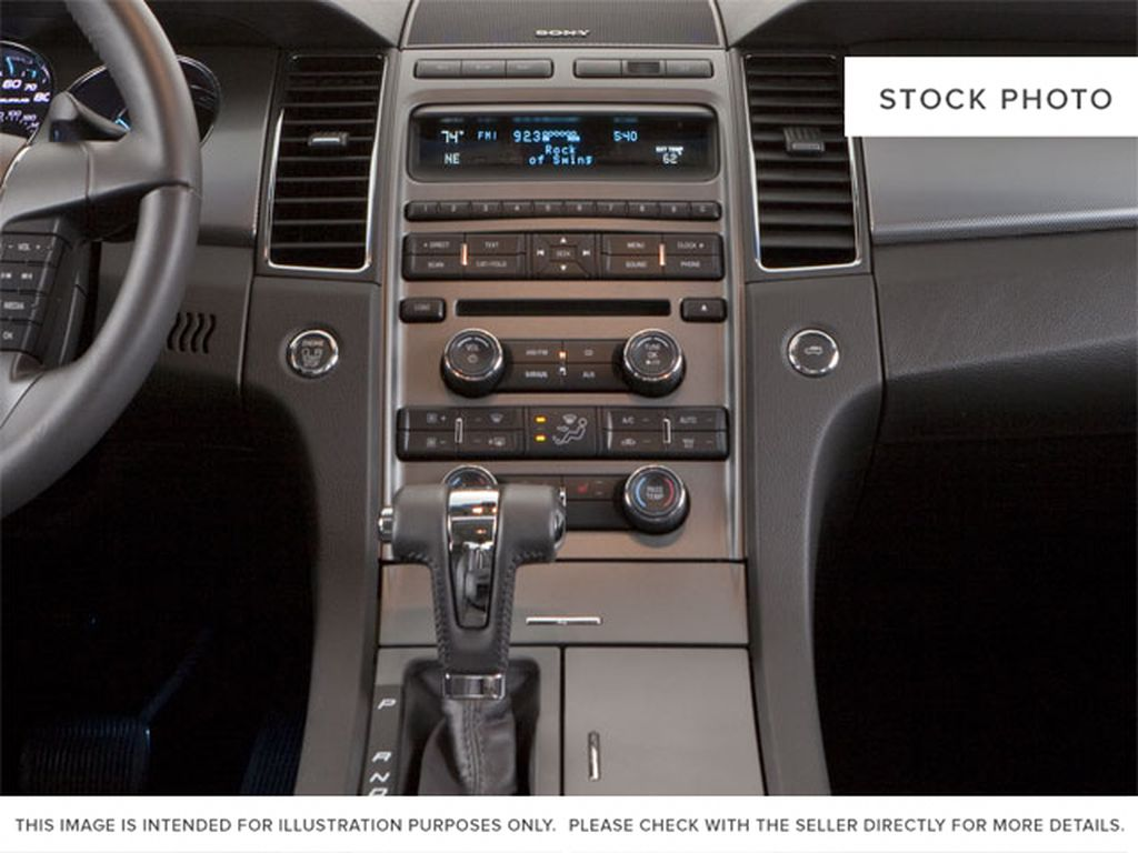 2010 Ford Taurus Center Console Photo in Brandon MB