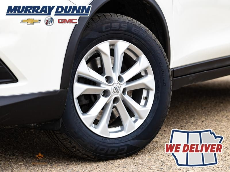 2014 Nissan Rogue Left Front Rim and Tire Photo in Nipawin SK