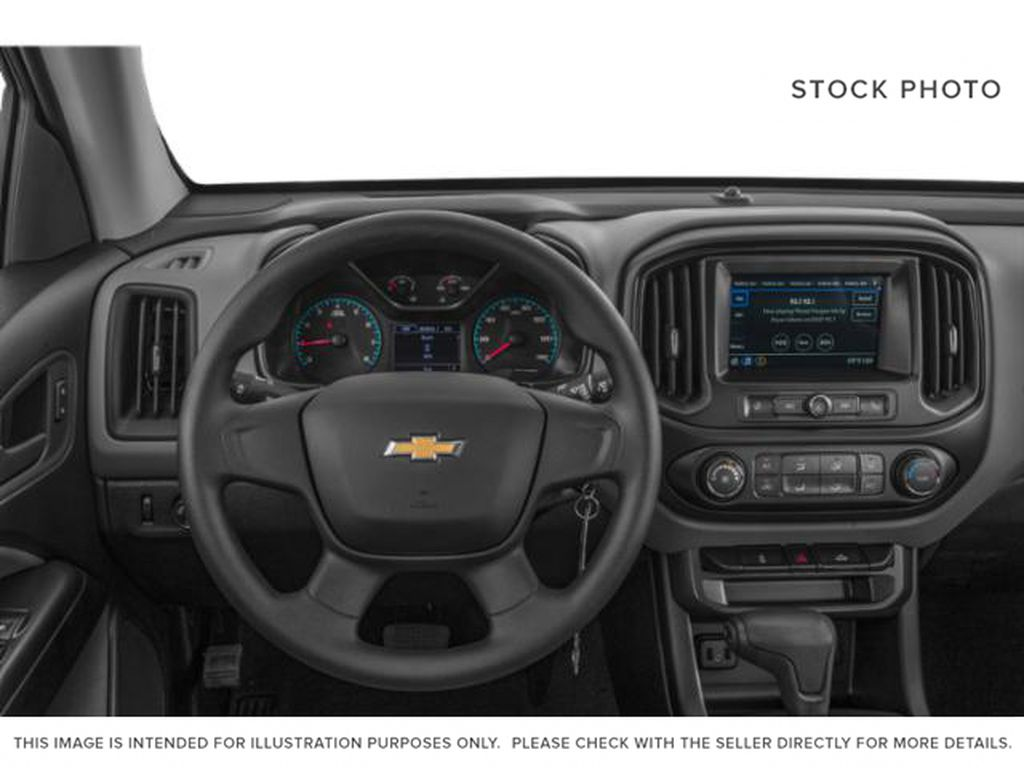 Silver[Silver Ice Metallic] 2019 Chevrolet Colorado Steering Wheel and Dash Photo in Fort Macleod AB