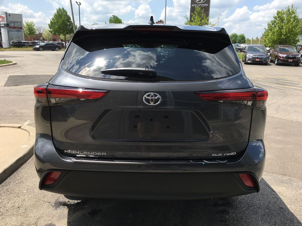 Gray[Magnetic Grey Metallic] 2021 Toyota Highlander AWD XLE Standard Package GZRBHT AM Left Front Interior Photo in Brampton ON