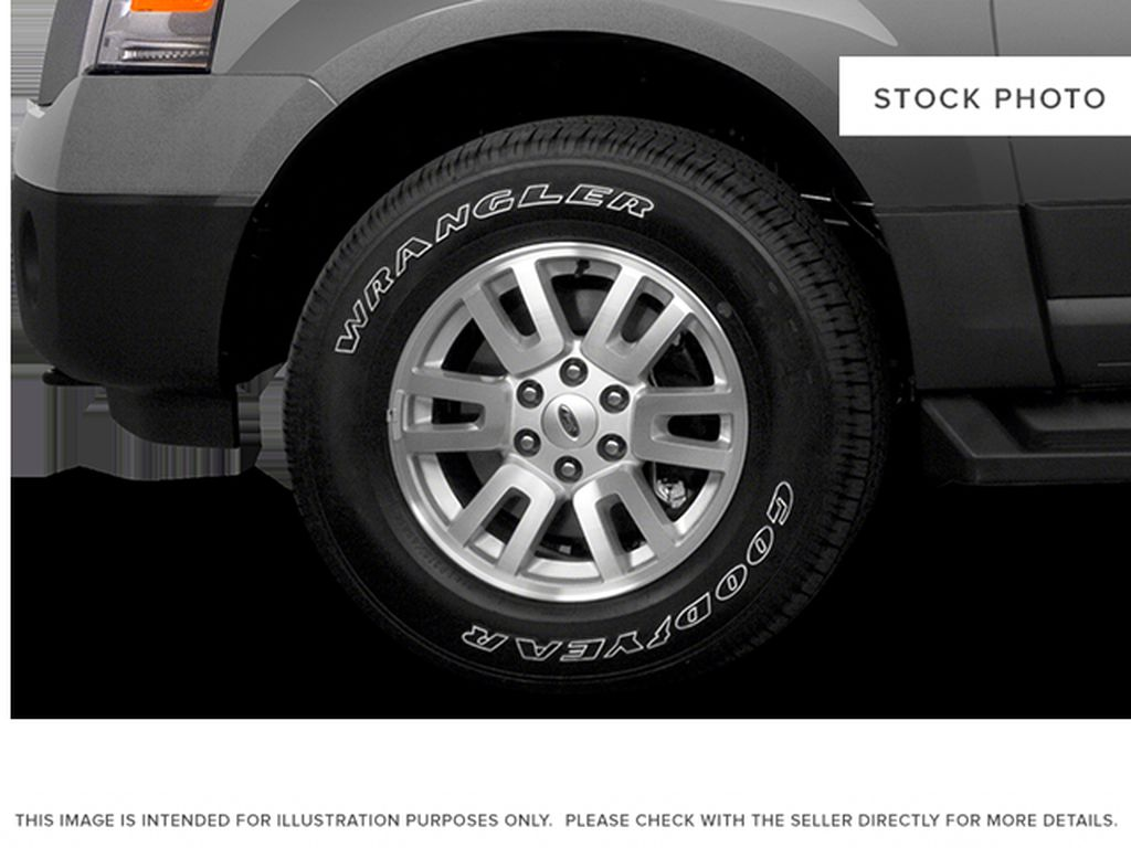 White[White Platinum Metallic Tri-Coat] 2014 Ford Expedition Max Left Front Rim and Tire Photo in Fort Macleod AB