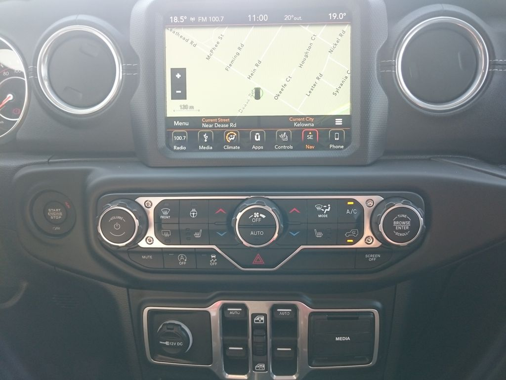 Silver[Billet Metallic] 2018 Jeep Wrangler Unlimited Central Dash Options Photo in Kelowna BC