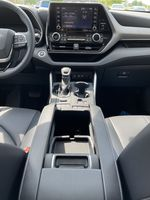 Silver[Celestial Silver Metallic] 2021 Toyota Highlander AWD XLE Package GZRBHT AM Right Front Interior Door Panel Photo in Brampton ON
