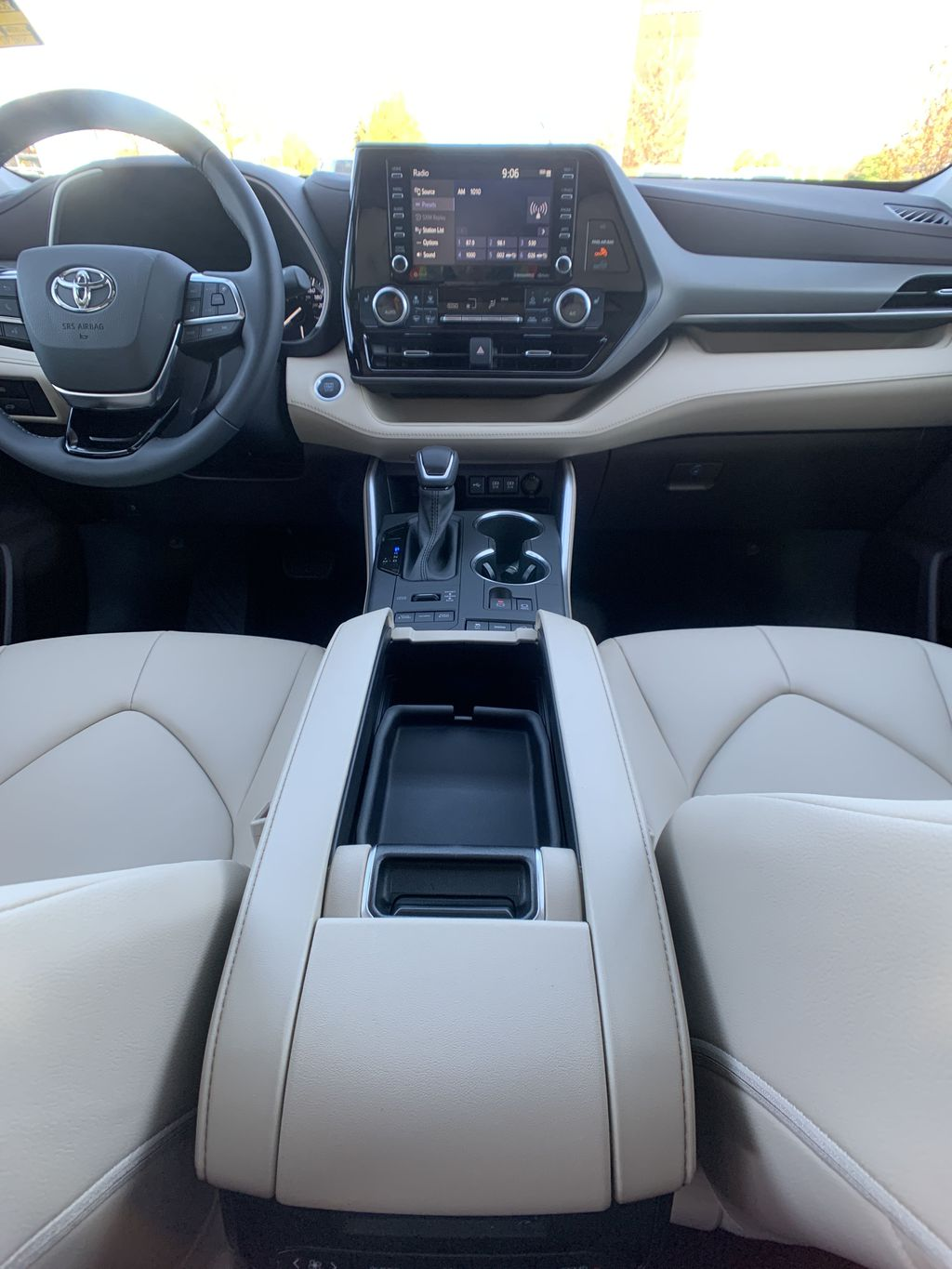 Blue[Blueprint] 2021 Toyota Highlander AWD XLE Package GZRBHT AK Right Front Interior Door Panel Photo in Brampton ON