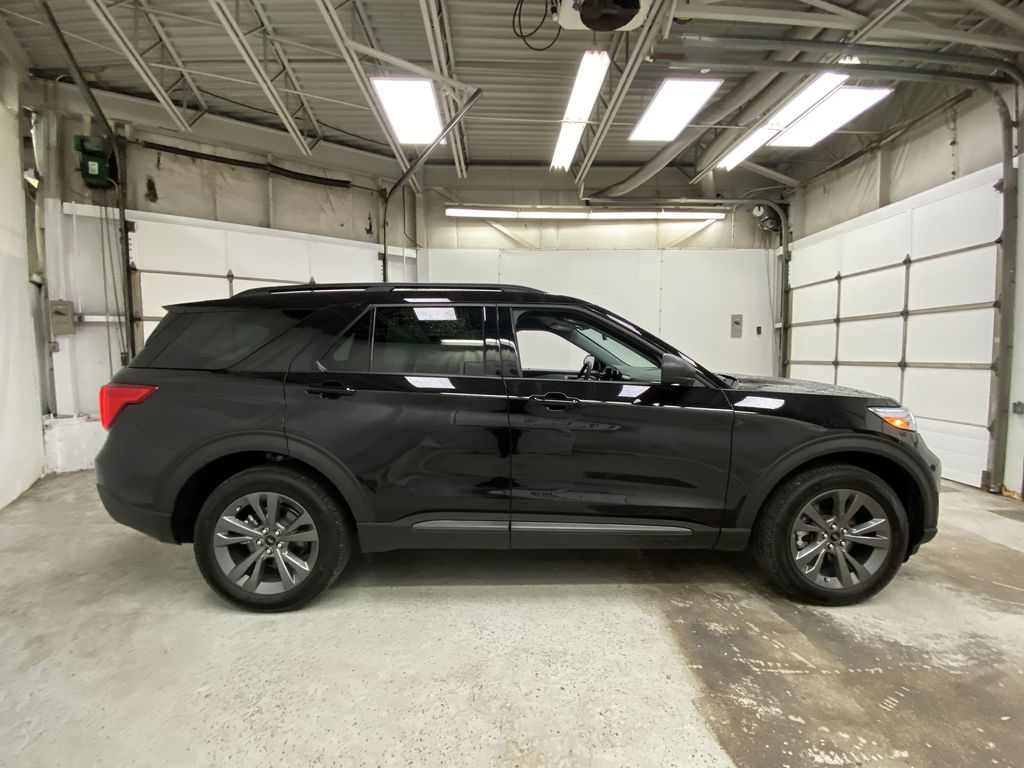 Black[Agate Black Metallic] 2021 Ford Explorer Right Side Photo in Dartmouth NS