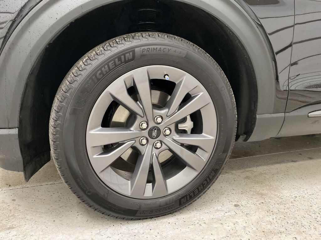 Black[Agate Black Metallic] 2021 Ford Explorer Left Front Rim and Tire Photo in Dartmouth NS