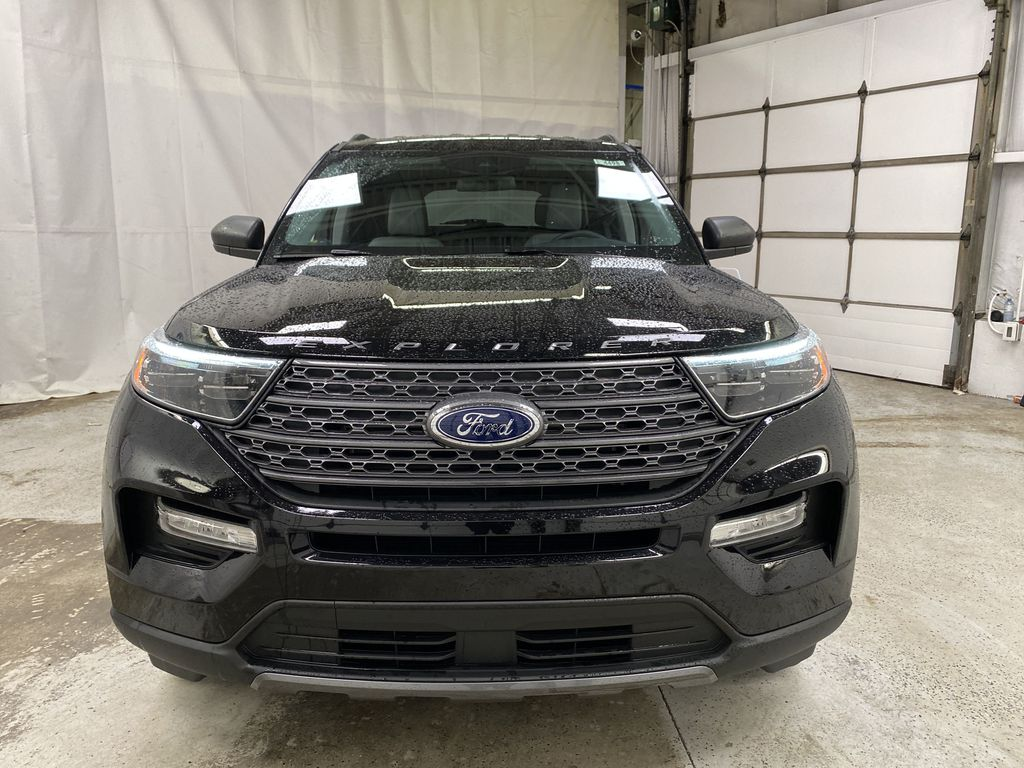 Black[Agate Black Metallic] 2021 Ford Explorer Front Vehicle Photo in Dartmouth NS