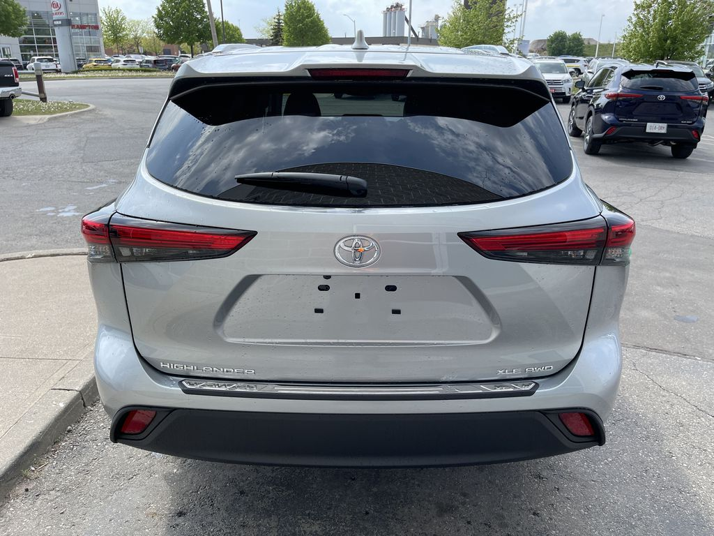 Silver[Celestial Silver Metallic] 2021 Toyota Highlander AWD XLE Package GZRBHT AM Left Front Interior Photo in Brampton ON