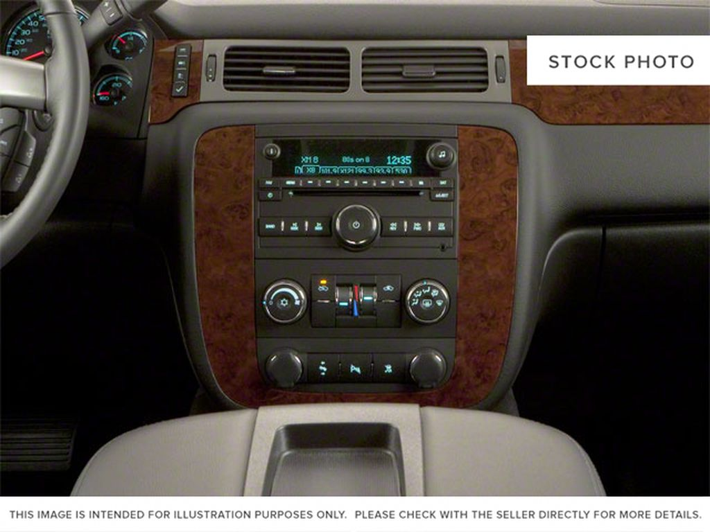 Brown 2010 Chevrolet Avalanche Center Console Photo in Westlock AB